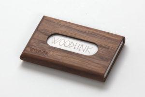 woodlink visitekaartjeshouder pasjeshouder houten portemonnee card holder duurzaam cadeau voor hem noten producten van duurzaam hout