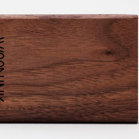 engraving logo woodlink visitekaartjeshouder graveren portemonnee pasjeshouder maatwerk
