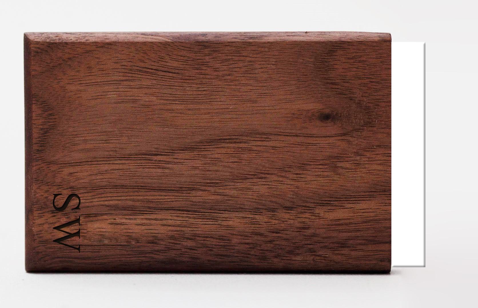 visitekaartjeshouder graveren woodlink hout personaliseren
