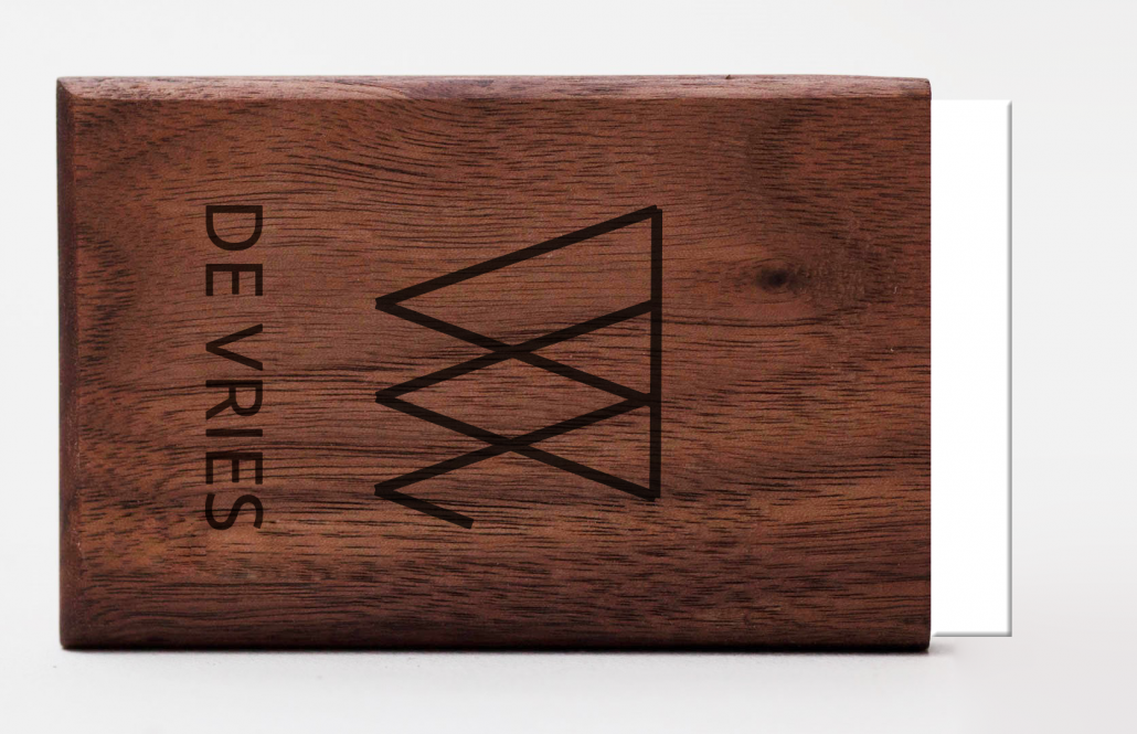 engraving logo woodlink visitekaartjeshouder portemonnee pasjeshouder graveren