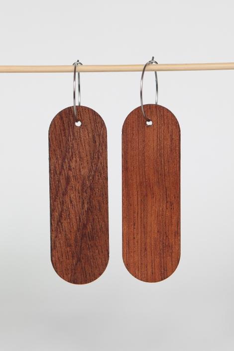 Woodlink oorbellen van duurzaam mahonie hout